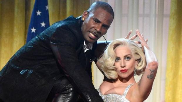 Bị dư luận lẫn con gái ruột chỉ trích tội ấu dâm, nam danh ca R. Kelly nhập viện vì sốc và làm vạ lây cả Lady Gaga - Ảnh 3.