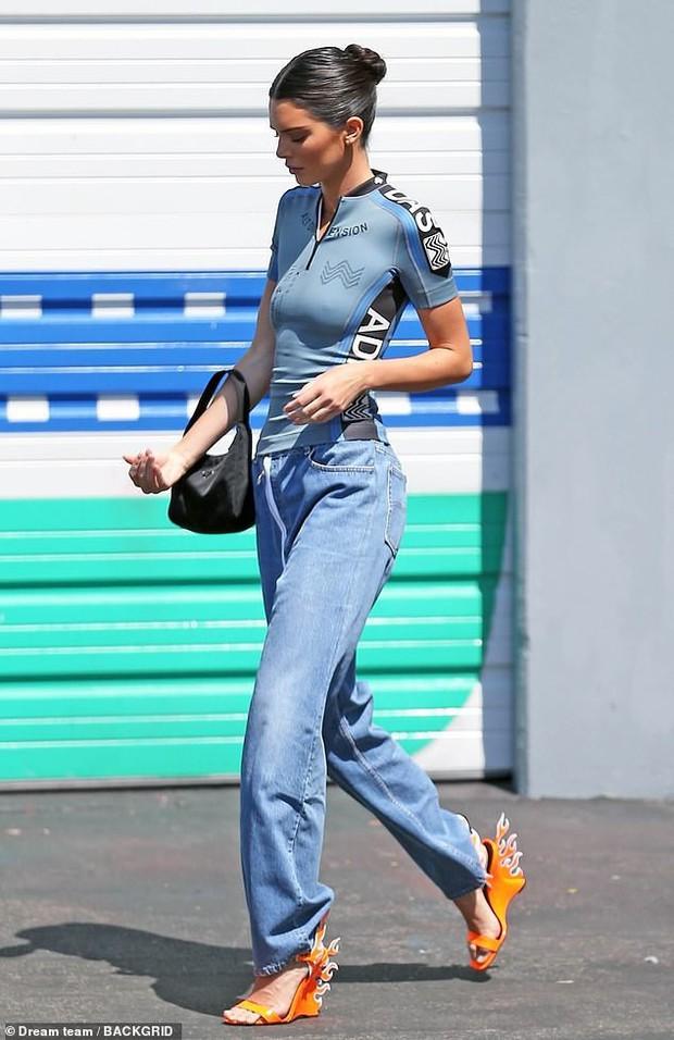 Đẳng cấp rich kid sang chảnh nhất Hollywood: Con gái Kim Kardashian mới 5 tuổi đã tập đi giày cao gót giá cao ngất - Ảnh 3.
