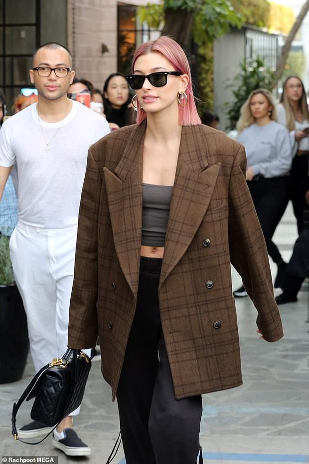Nổi mụn chi chít, có lẽ Justin Bieber nên học hỏi vợ cách sở hữu làn da láng mịn như búp bê không cần photoshop! - Ảnh 2.