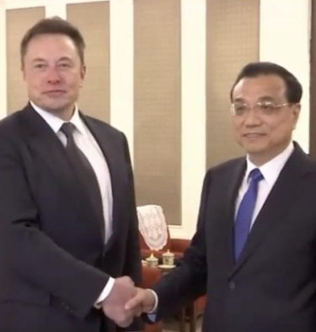 Elon Musk ăn lẩu ở Bắc Kinh, được Thủ tướng ưu ái cấp thẻ xanh cho phép định cư vĩnh viễn tại Trung Quốc - Ảnh 2.