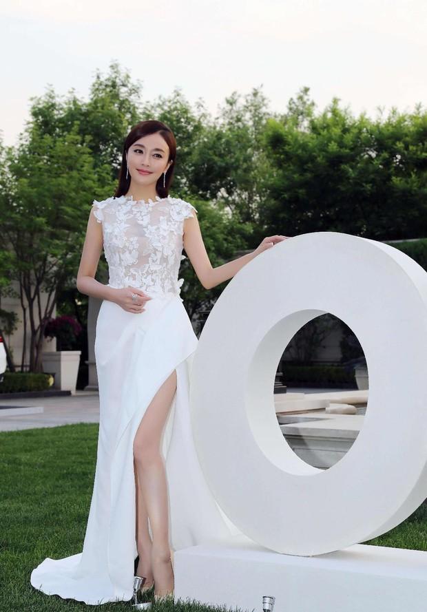 """Khả năng đi giày cao gót """"thần sầu"""" không khác gì diễn xiếc của Tần Lam khiến ai cũng phải ghen tị qua loạt ảnh dưới đây - Ảnh 7."""