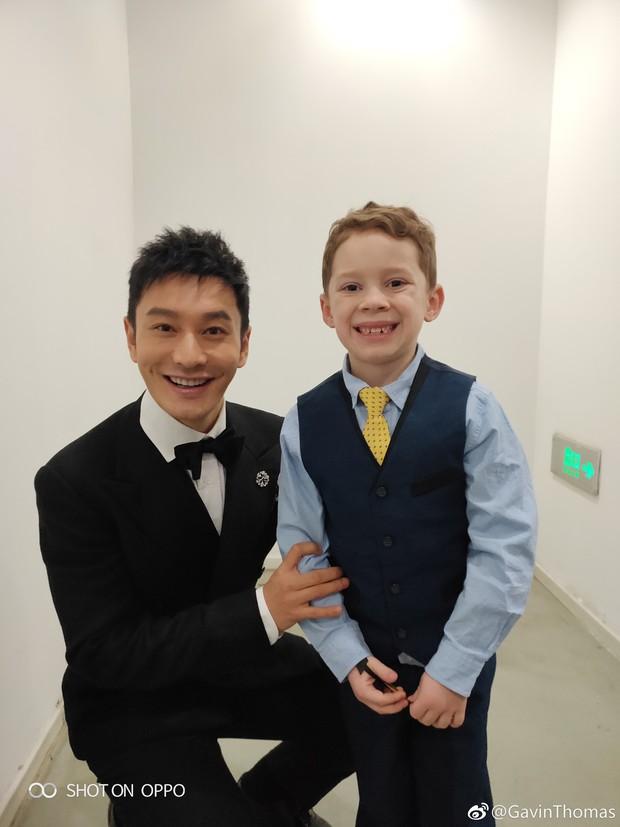 Cậu bé meme đi dự sự kiện lớn ở Trung Quốc, cả dàn sao đình đám thi nhau xin chụp ảnh chung - Ảnh 6.