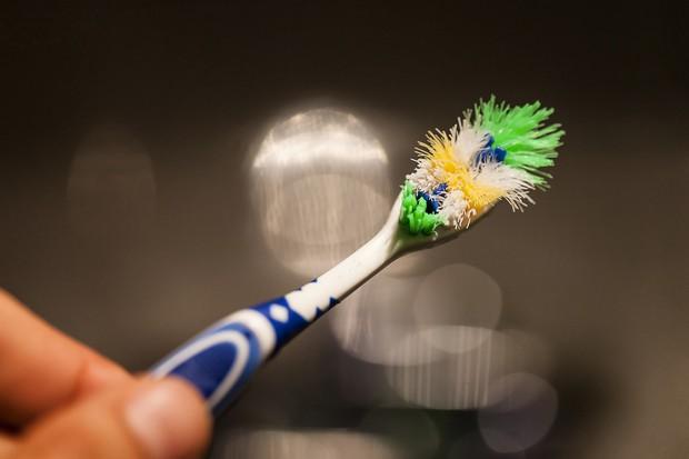 Dùng bàn chải mà không chú ý tới những điều này thì bảo sao bạn dễ bị mắc bệnh răng miệng - Ảnh 4.