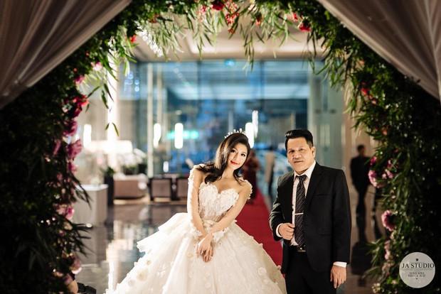 Chùm ảnh: Vân Navy hạnh phúc rưng rưng trong đám cưới với bạn trai doanh nhân - Ảnh 10.