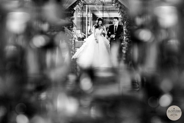 Chùm ảnh: Vân Navy hạnh phúc rưng rưng trong đám cưới với bạn trai doanh nhân - Ảnh 4.