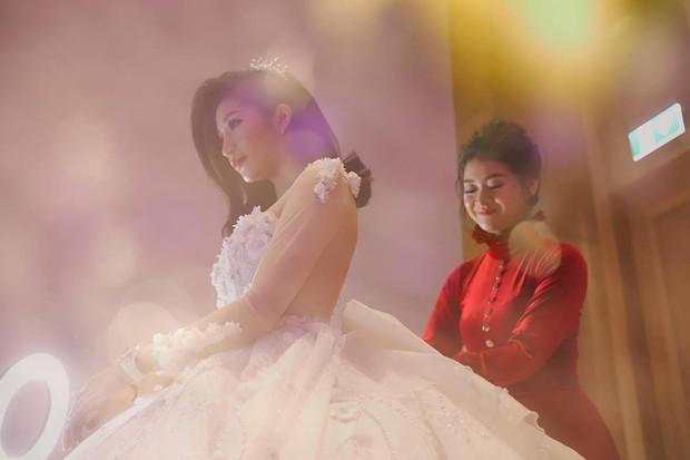 Chồng doanh nhân hạnh phúc gọi Vân Navy là my girl, khoe khoảnh khắc cô mặc váy cưới lộng lẫy như công chúa - Ảnh 7.