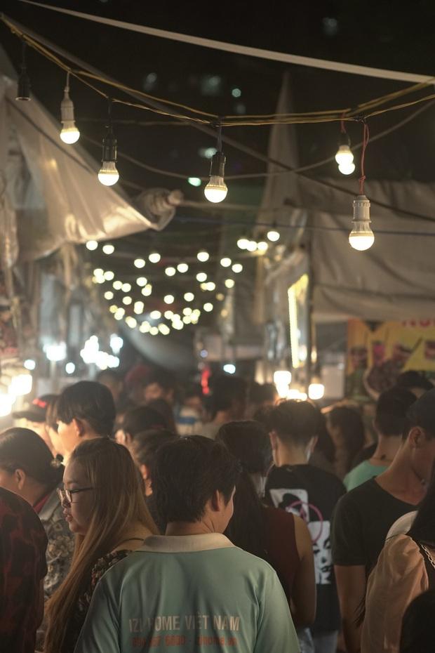 Dạo quanh thiên đường ẩm thực chợ Ba Tư giữa lòng Sài Gòn xem có gì ngon nào - Ảnh 1.