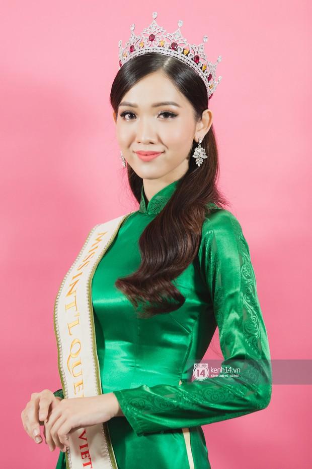 Clip: Quán quân The Tiffany Vietnam Nhật Hà tự tin bắn tiếng Anh khi đi giao lưu cùng Hoa hậu Hương Giang - Ảnh 3.