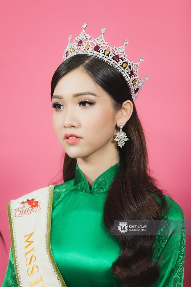 Clip: Quán quân The Tiffany Vietnam Nhật Hà tự tin bắn tiếng Anh khi đi giao lưu cùng Hoa hậu Hương Giang - Ảnh 4.