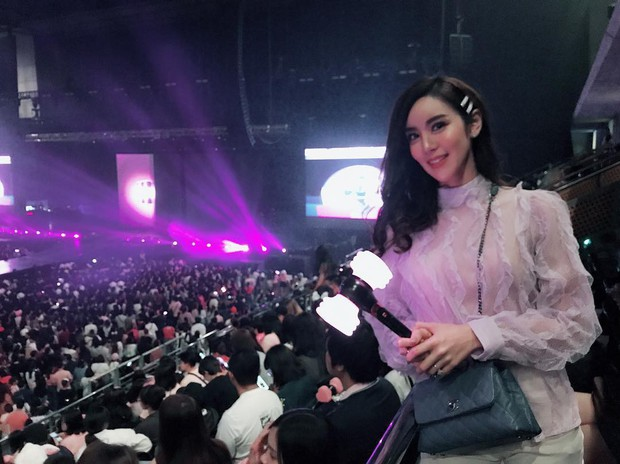 Dàn sao Thái khủng đến ủng hộ em gái quốc tế Lisa tại concert Black Pink, nhưng bố mẹ của cô mới là tâm điểm - Ảnh 18.