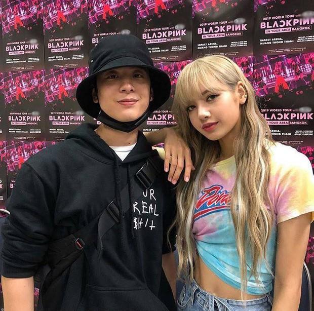 Dàn sao Thái khủng đến ủng hộ em gái quốc tế Lisa tại concert Black Pink, nhưng bố mẹ của cô mới là tâm điểm - Ảnh 14.