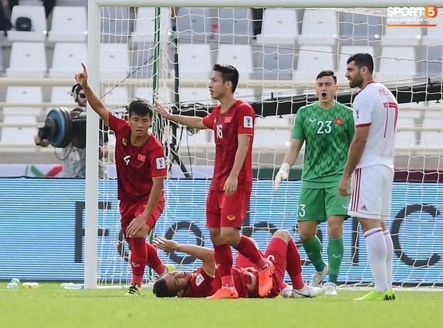 Tuyển Việt Nam tại Asian Cup 2019: Người đổ máu, người sưng húp mắt, mất trí nhớ tạm thời - Ảnh 3.