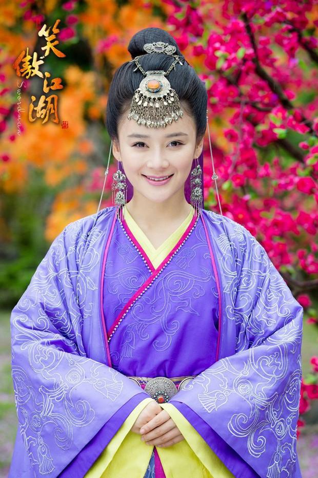 Ngoài Jisoo, Lisa (Black Pink), dàn mỹ nhân đẹp xuất chúng này từng chịu cảnh làm nền cho người kém sắc hơn - Ảnh 25.