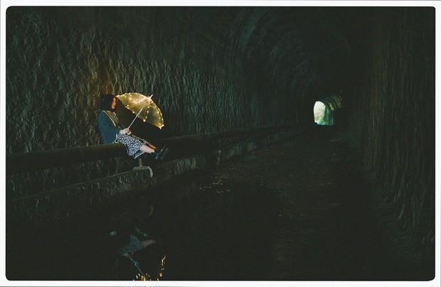 Hầm xe lửa Đà Lạt đẹp như phim Em sẽ đến cùng cơn mưa  - Ảnh 7.