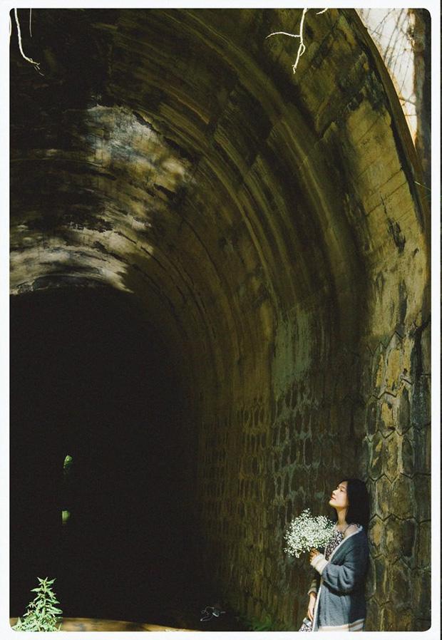 Hầm xe lửa Đà Lạt đẹp như phim Em sẽ đến cùng cơn mưa  - Ảnh 5.