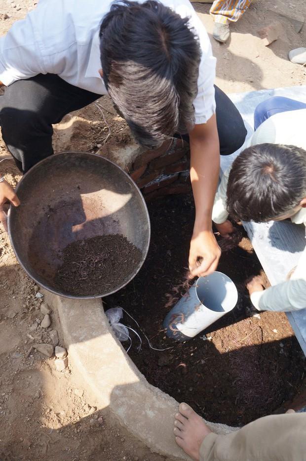 Được quỹ của Bill Gates tài trợ, bệ xí dùng giun để xử lý phân sẽ là tương lai vệ sinh toàn cầu - Ảnh 1.