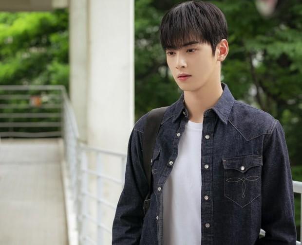 7 sao Hàn bị Bộ GDĐT tước bằng Đại học, dân mạng lại gọi tên những idol có học vấn khủng nhất này - Ảnh 4.