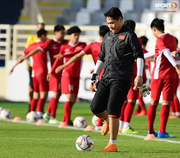 Trợ lý HLV Việt Nam từng mắng 2 CĐV vì chỉ trích Văn Lâm tại sân trước trận gặp Iran - Ảnh 1.