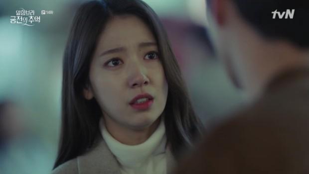 """Park Shin Hye khóc tiễn lâm li như thể Hyun Bin sắp ra chiến trường ở """"Hồi Ức Alhambra"""" - Ảnh 6."""