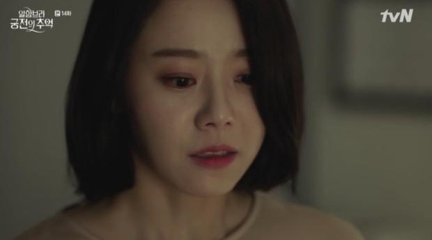"""Park Shin Hye khóc tiễn lâm li như thể Hyun Bin sắp ra chiến trường ở """"Hồi Ức Alhambra"""" - Ảnh 15."""