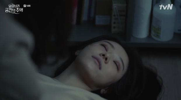 """Park Shin Hye khóc tiễn lâm li như thể Hyun Bin sắp ra chiến trường ở """"Hồi Ức Alhambra"""" - Ảnh 16."""