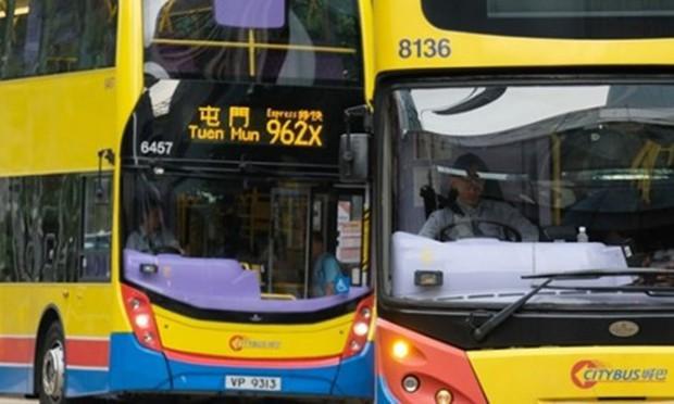 Nhà tạo mẫu tóc bị bắt vì cắt phăng mái tóc cô gái ngủ gật trên xe buýt - Ảnh 1.