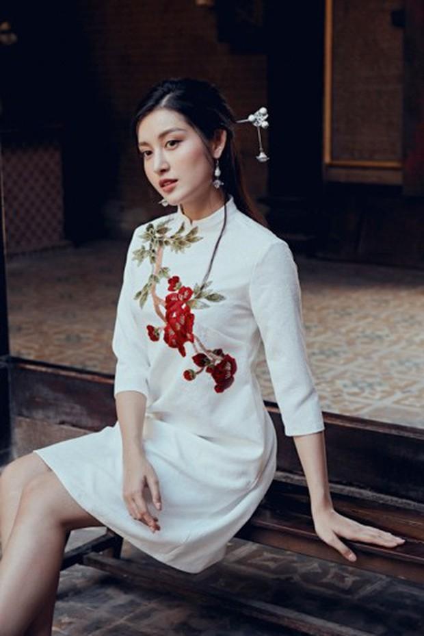 Huyền My đẹp mơ màng trong tà áo dài của Oceana London - Ảnh 1.