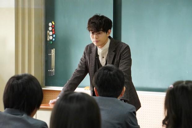 Phim Nhật gây sốt đầu năm 2019: Lớp 3A – Thầy giáo bắt giữ 29 học sinh làm con tin - Ảnh 2.