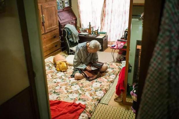 3 năm, 32 bức ảnh, nhiếp ảnh gia ghi lại quá trình trước khi cha từ giã cõi đời vì ung thư: Đừng để người thân một mình chống chọi - Ảnh 18.