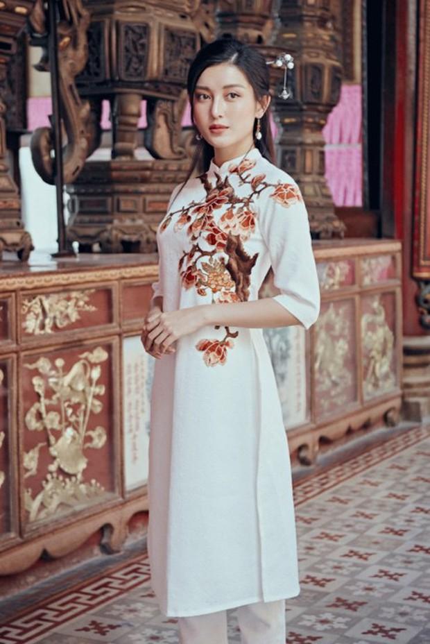 Huyền My đẹp mơ màng trong tà áo dài của Oceana London - Ảnh 3.