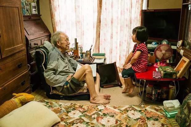 3 năm, 32 bức ảnh, nhiếp ảnh gia ghi lại quá trình trước khi cha từ giã cõi đời vì ung thư: Đừng để người thân một mình chống chọi - Ảnh 23.