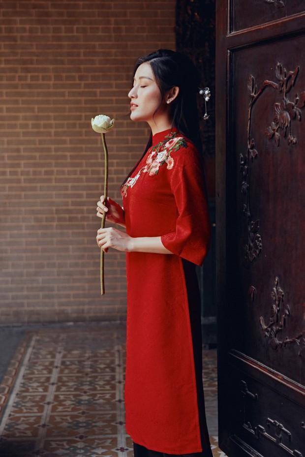 Huyền My đẹp mơ màng trong tà áo dài của Oceana London - Ảnh 4.