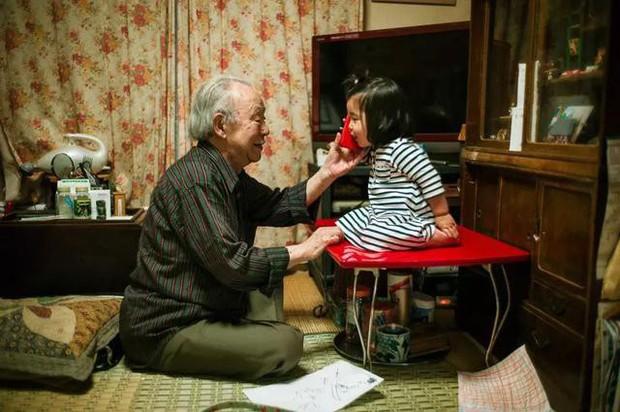 3 năm, 32 bức ảnh, nhiếp ảnh gia ghi lại quá trình trước khi cha từ giã cõi đời vì ung thư: Đừng để người thân một mình chống chọi - Ảnh 4.