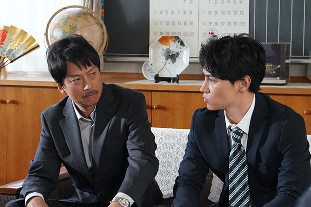 Phim Nhật gây sốt đầu năm 2019: Lớp 3A – Thầy giáo bắt giữ 29 học sinh làm con tin - Ảnh 6.
