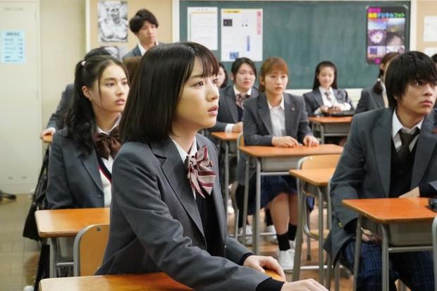 Phim Nhật gây sốt đầu năm 2019: Lớp 3A – Thầy giáo bắt giữ 29 học sinh làm con tin - Ảnh 7.