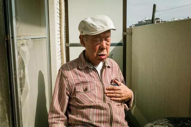 3 năm, 32 bức ảnh, nhiếp ảnh gia ghi lại quá trình trước khi cha từ giã cõi đời vì ung thư: Đừng để người thân một mình chống chọi - Ảnh 7.