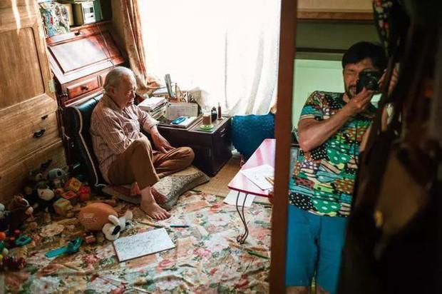 3 năm, 32 bức ảnh, nhiếp ảnh gia ghi lại quá trình trước khi cha từ giã cõi đời vì ung thư: Đừng để người thân một mình chống chọi - Ảnh 9.
