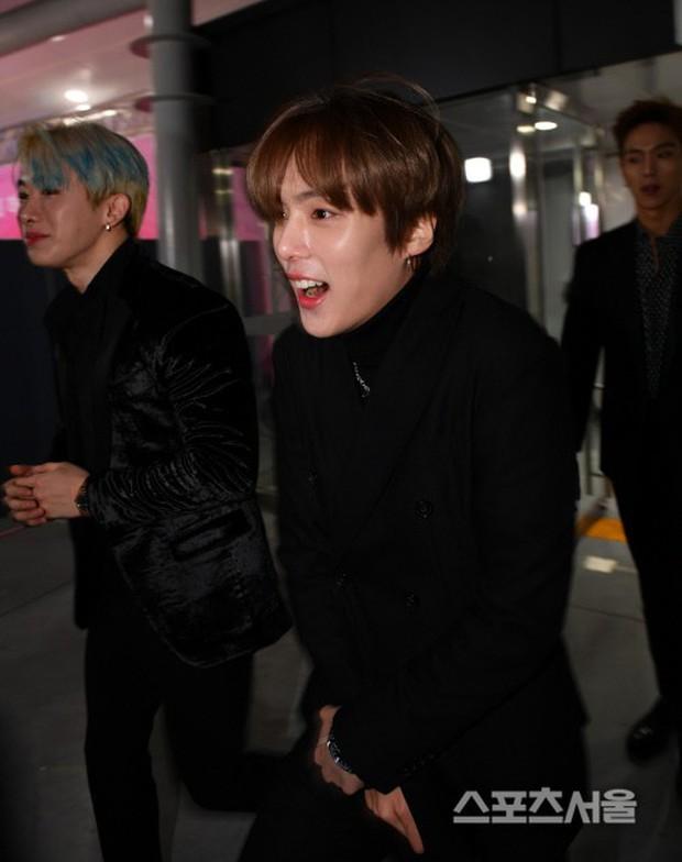 Cười ra nước mắt biểu cảm sao Hàn chịu lạnh đi thảm đỏ: Người ngấn lệ vẫn diễn sâu, kẻ méo mặt bất chấp hình tượng - Ảnh 20.