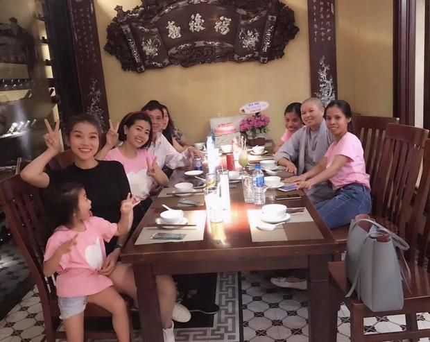 Mai Phương hạnh phúc tổ chức tiệc sinh nhật ấm áp bên gia đình sau 5 tháng tích cực điều trị ung thư - Ảnh 5.
