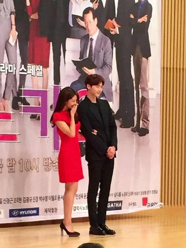 Chỉ có fan tinh ý mới phát hiện cô nàng Park Shin Hye có thói quen siêu cấp dễ cưng ở hậu trường Hồi Ức Alhambra - Ảnh 12.