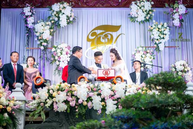 Bộ ảnh cưới đẹp như mơ cùng gia thế khủng của cô dâu vàng đeo trĩu cổ sống trong lâu đài 7 tầng ở Nam Định - Ảnh 8.