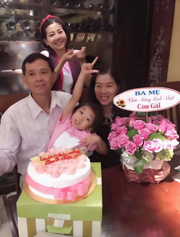Mai Phương hạnh phúc tổ chức tiệc sinh nhật ấm áp bên gia đình sau 5 tháng tích cực điều trị ung thư - Ảnh 1.