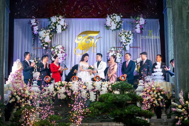 Bộ ảnh cưới đẹp như mơ cùng gia thế khủng của cô dâu vàng đeo trĩu cổ sống trong lâu đài 7 tầng ở Nam Định - Ảnh 7.