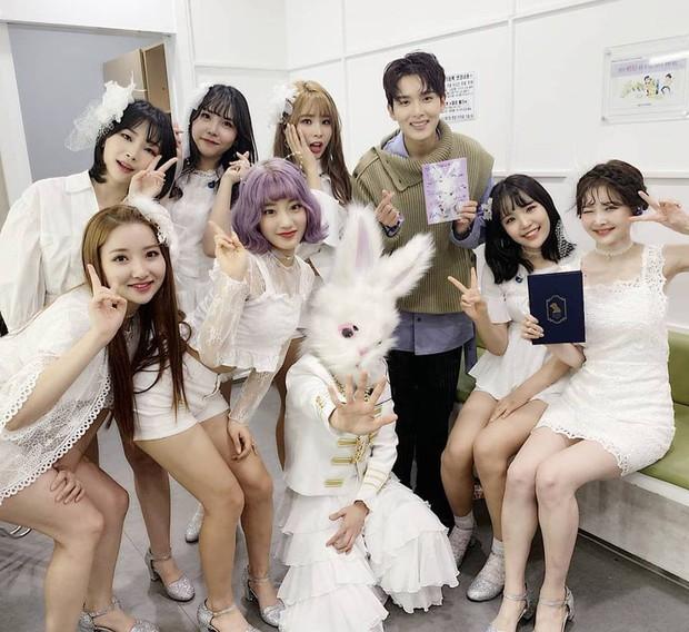 Chuyện lạ đời: Thành viên girlgroup tân binh nhất quyết không để lộ mặt trừ khi nhóm lập thành tích khủng như... BTS - Ảnh 3.