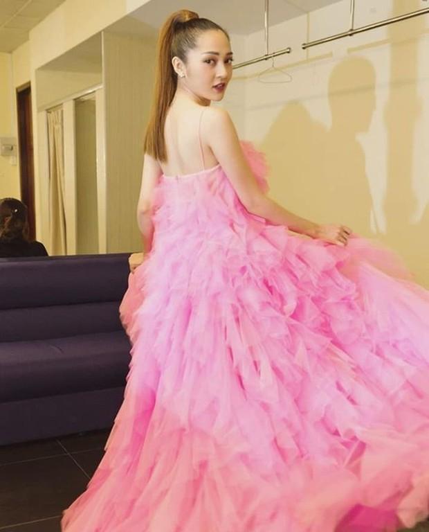 Chiếm trọn spotlight thảm đỏ nhưng Angela Phương Trinh không thanh thoát bằng Bảo Anh, cũng chẳng ngọt ngào như Hạ Vi khi diện váy ấn tượng - Ảnh 4.
