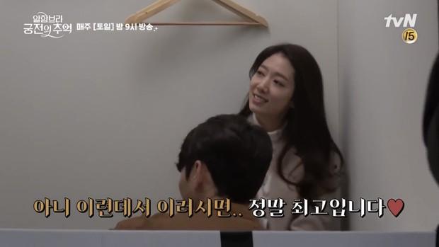 Chỉ có fan tinh ý mới phát hiện cô nàng Park Shin Hye có thói quen siêu cấp dễ cưng ở hậu trường Hồi Ức Alhambra - Ảnh 2.