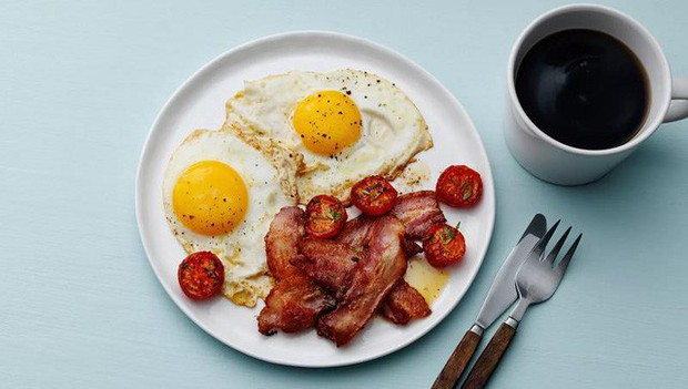"""Cú lừa marketing mang tên thịt xông khói (bacon): Khi bác sĩ bị mua chuộc để """"dắt mũi"""" người dùng rằng bữa sáng cần ăn no nhất trong ngày - Ảnh 1."""