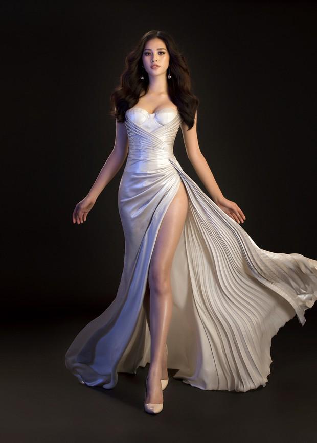 Mới đăng quang, Tiểu Vy đã diện váy xẻ siêu cao, đọ sắc với Đỗ Mỹ Linh mặc đầm cut-out xéo sắc - Ảnh 4.