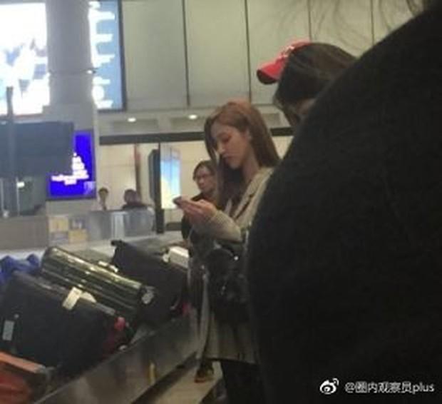 Tài tử Trịnh Gia Dĩnh đưa bà xã Hoa hậu mang thai 6 tháng ngồi máy bay giá rẻ tới Nha Trang nghỉ dưỡng - Ảnh 2.