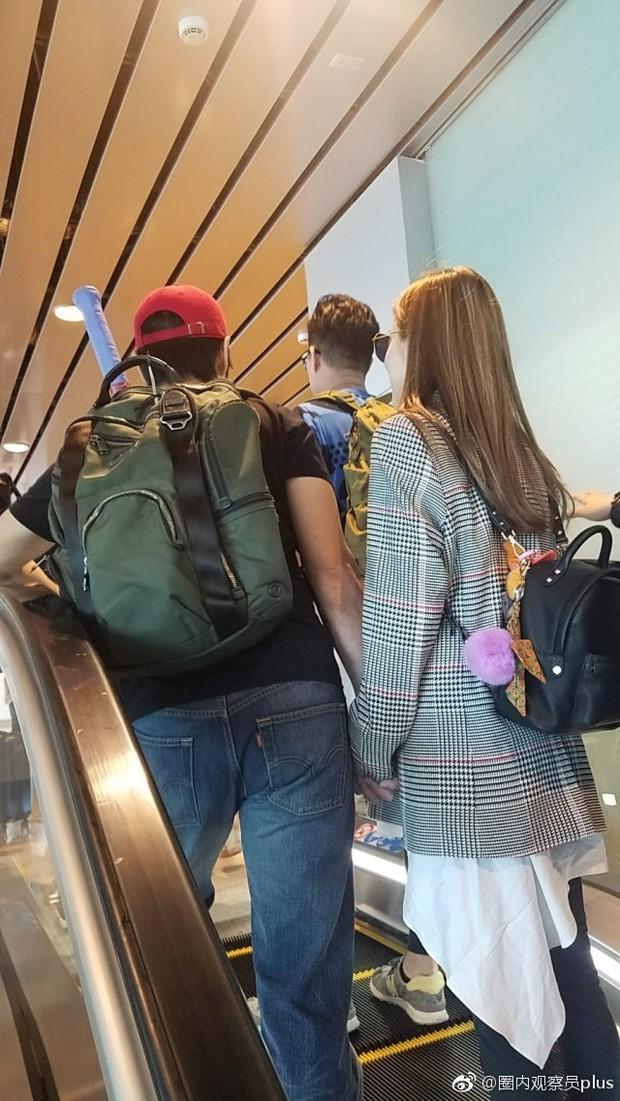 Tài tử Trịnh Gia Dĩnh đưa bà xã Hoa hậu mang thai 6 tháng ngồi máy bay giá rẻ tới Nha Trang nghỉ dưỡng - Ảnh 4.